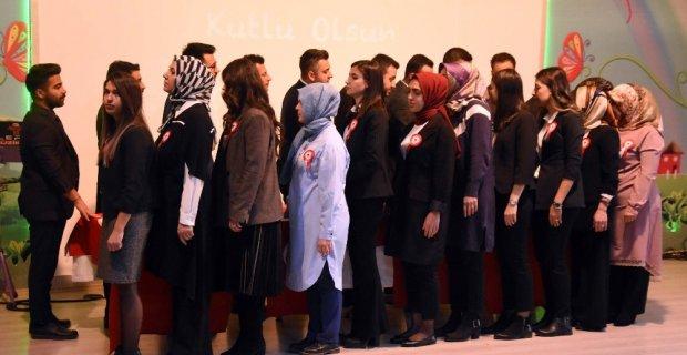 Bitlis'te 24 Kasım Öğretmenler Günü kutlandı