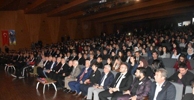 Gemlikliler Atatürk'e bağlılıklarını gösterdi