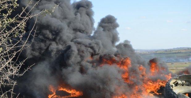 Yüzlerce lastiği ateşe verdiler