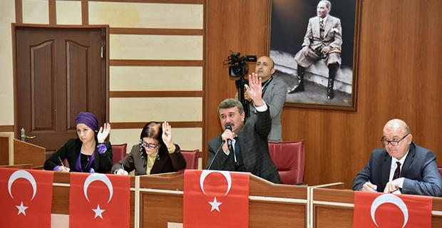 Meclis'te Türk Bayraklı tepki