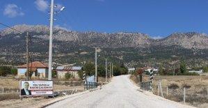 Akçay ve Ahatlı'yı bağlayan yol hizmete açıldı