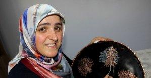 Bakırcılık sanatına ilgi duydu, Erzincan'ın tek kadın bakır ustası oldu