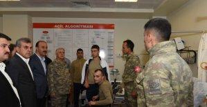 Beyazgül yaralı askerleri ziyaret etti
