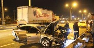 D100'de 2 otomobil çarpıştı: 1 yaralı