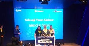 Geleceği Yazan Kadınlar ödüllerini Emine Erdoğan'ın elinden aldı