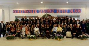 İhlas Koleji Öğretmenler Günü'nü kutladı