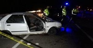 Otomobilin kopan kapısından yola savrulan kadın hayatını kaybetti