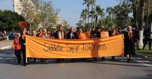 Mersinli kadınlardan 'Kadın Şiddetine Sıfır Tolerans' yürüyüşü