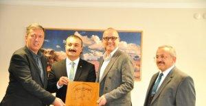 Rektör Öztürk Sungurlu'da incelemelerde bulundu