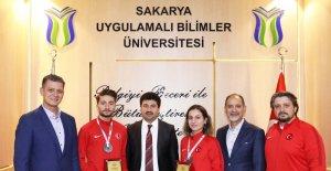 Şampiyon karatecilere Rektör Sarıbıyık'tan tebrik