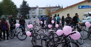 Trakya Üniversitesi öğrencileri, meme kanserine farkındalık için pedal çevirdi