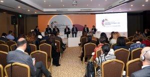 Ünverdi, Uluslararası Forumda göçle gelenlerin Gaziantep ekonomisine etkilerini anlattı