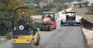 Erdemli'de beton yol çalışmaları