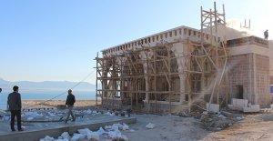 Finike Eroğlu Nuri Camii yükseliyor