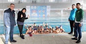 Geleceğin yüzücülerine destek