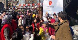 Gönüllü gençler yetimleri sevindirdi