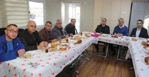 Başkan Tarhan çalışanlarla kahvaltıda...