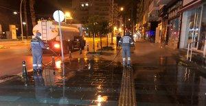 Antalya'da sokaklar yıkanıyor