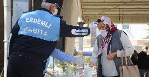Pazar yerinde ücretsiz maske dağıtıldı